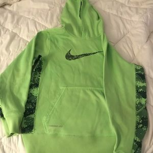Nike therma fit sweatshirt kids size large